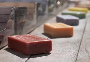 Laboratorio autoproduzione saponi profumati e burro corpo idratante