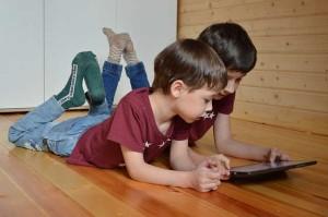 Benessere digitale in famiglia: scriviamo il nostro web decalogo